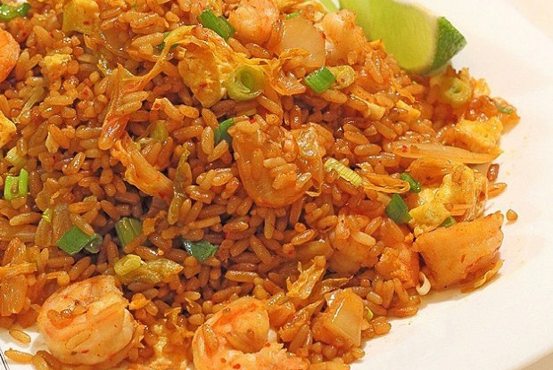 Classic Cantonese Fried Rice with Chicken and Shrimps