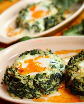 Rice with spinach and feta in Greek