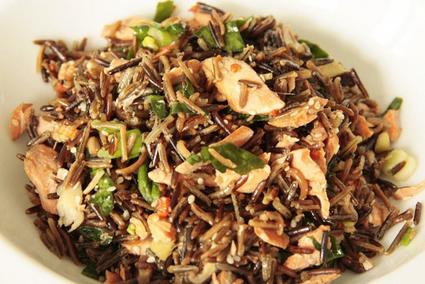 Spicy salmon with wild rice