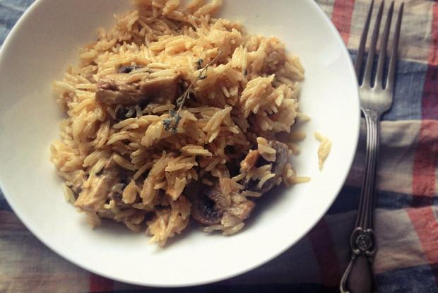 Creamy rice with mushrooms and oregano
