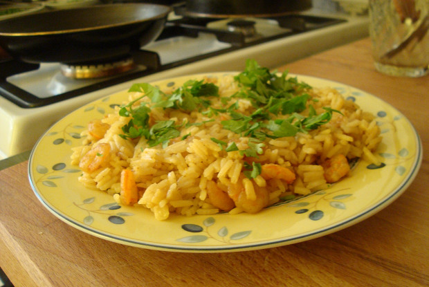 Rice with shrimps and curry