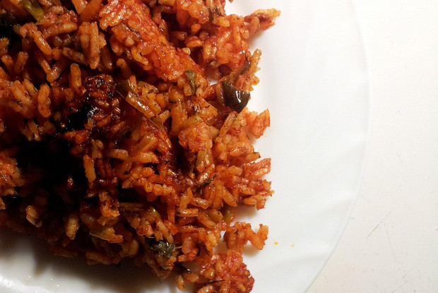 Rice with garlic and leeks in salsa sauce