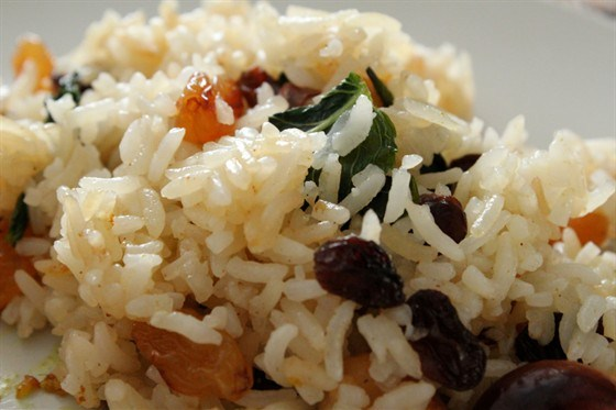 Sweet rice with cashews, dried fruits and mint