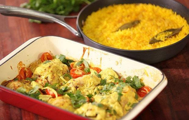 Chicken in curry yoghurt sauce with rice garnish
