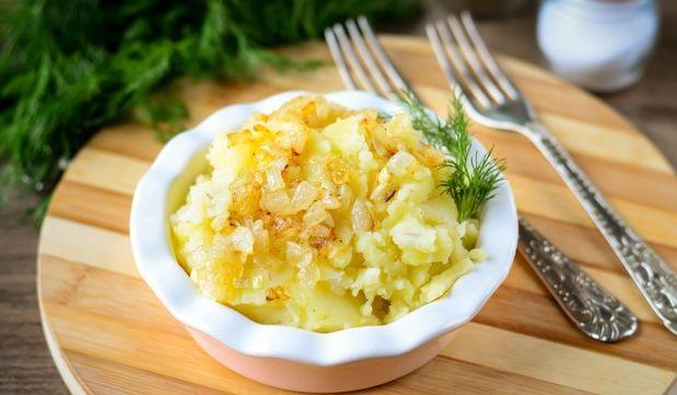 Pearl barley and potato puree with fried onions
