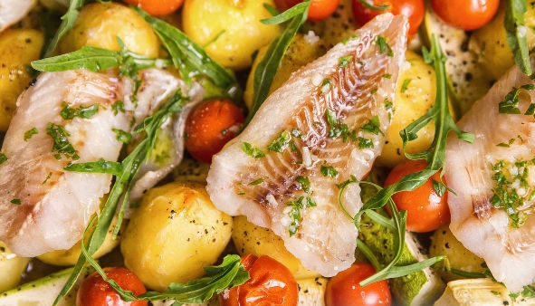 Fish fillet baked with zucchini and potatoes