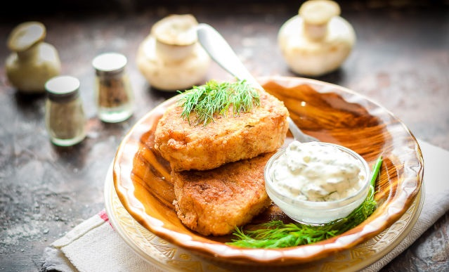 Potato and mushroom cutlets with sour cream sauce