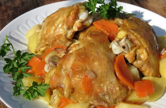 Chicken thighs baked with potatoes (in the sleeve)