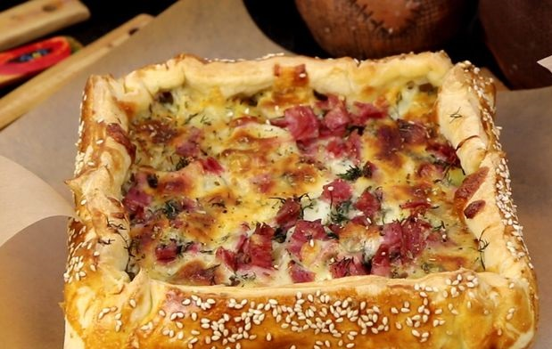 Puff yeast pie with potatoes, ham and cheese