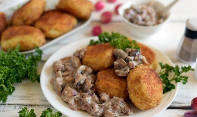 Potato cutlets with mushroom gravy