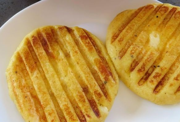 Potato zrazy with minced meat and cheese (in a grill pan)