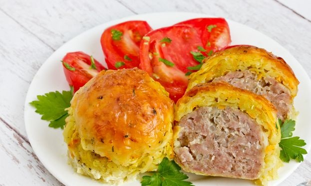 Baked meat chops in a potato-carrot