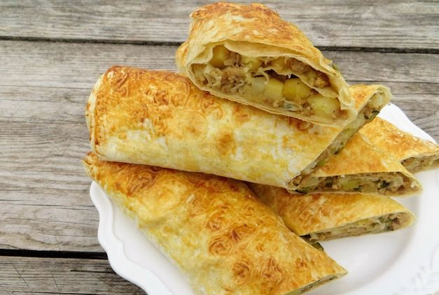 Lavash roll with meat and potatoes