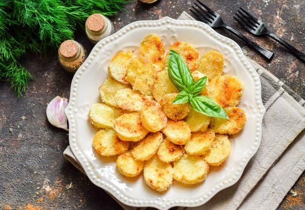 Potatoes baked in semolina