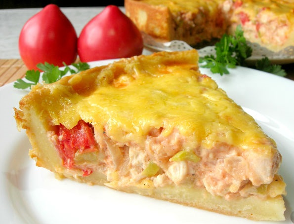 Potato pie with chicken and vegetables