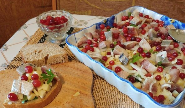 Snack salad with herring, potatoes and cranberries