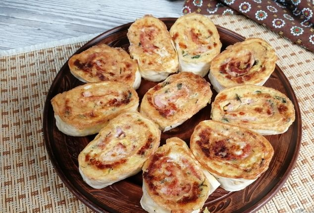 Lavash rolls with ham and mashed potatoes