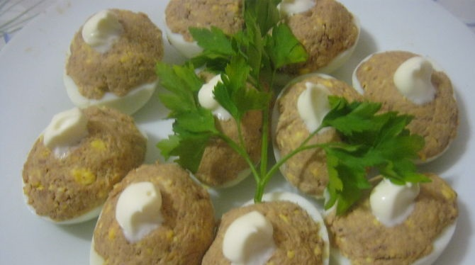 Eggs stuffed with chicken liver
