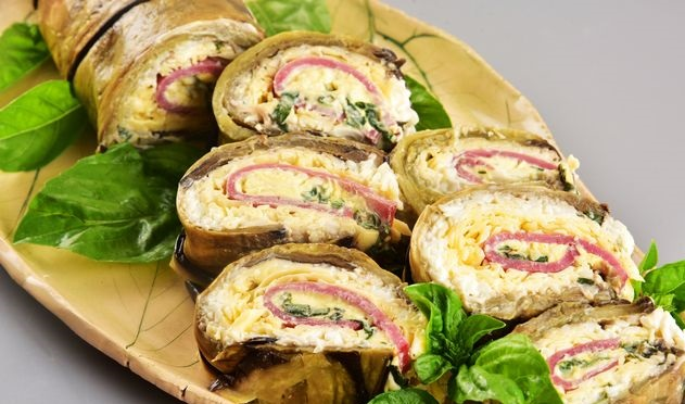 Eggplant roll with cheese and ham