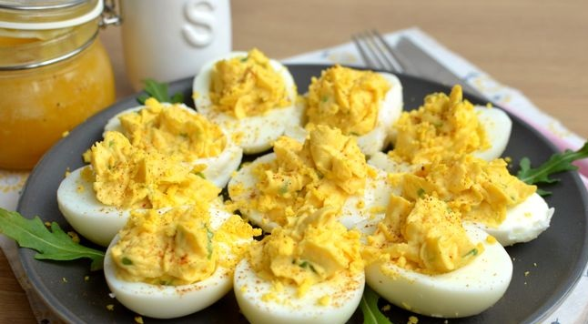 Stuffed eggs with mustard, mayonnaise and honey