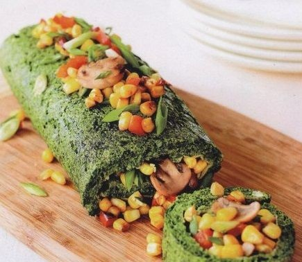 Spinach omelet with corn and mushroom mixture
