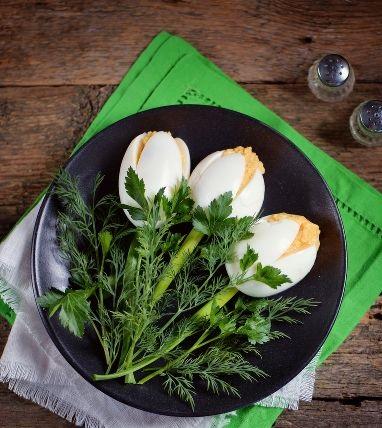 Egg white tulips appetizer
