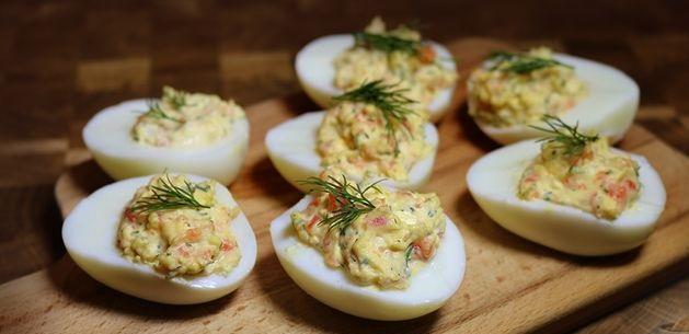 Stuffed eggs with smoked salmon