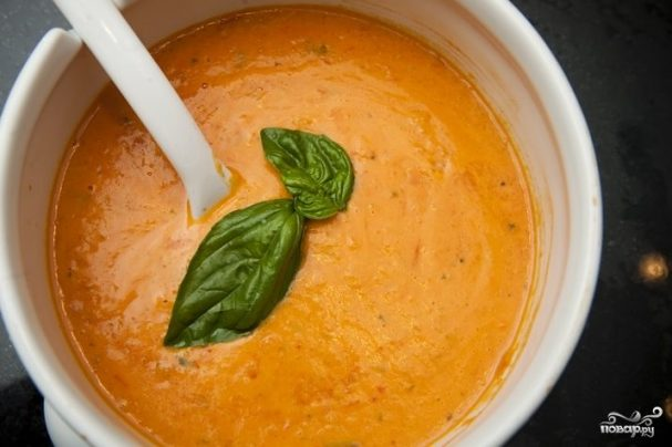 Tomato puree soup with rice