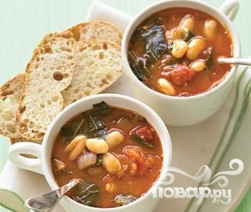 Minestrone soup with collard greens and white beans