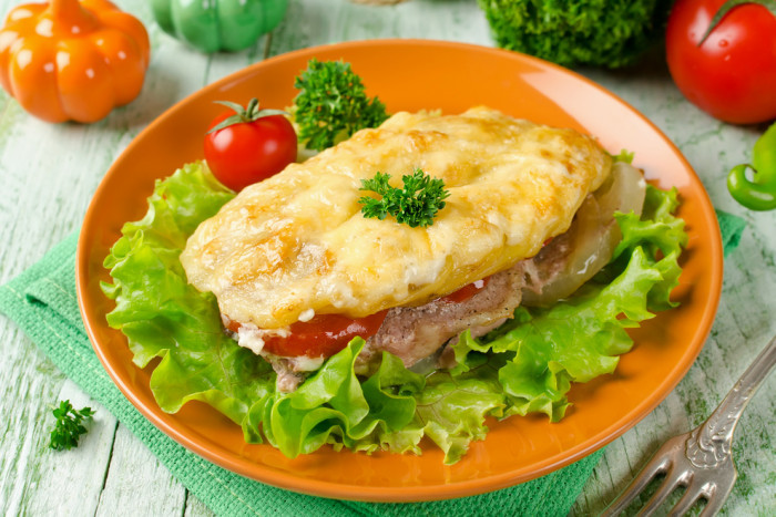 Pork baked with tomatoes