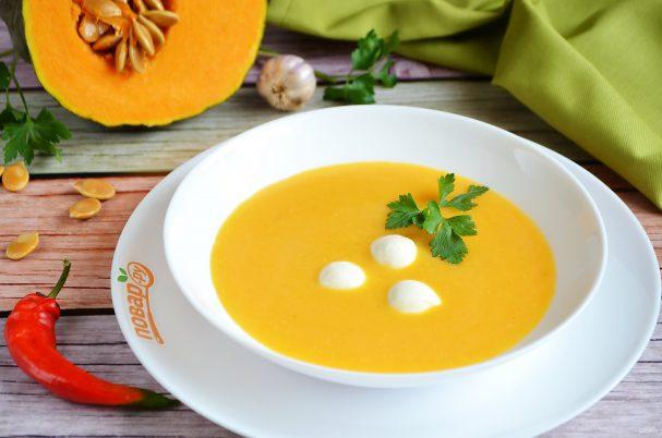 Pumpkin soup with mozzarella