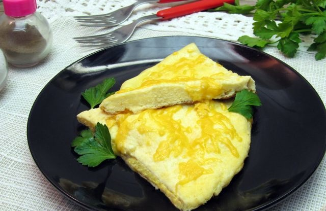Best Omelet with sour cream and cheese