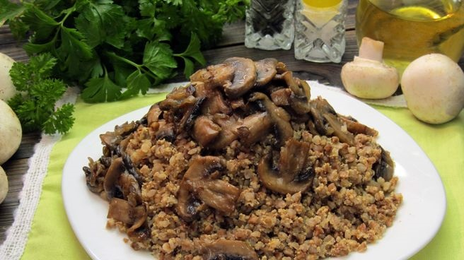 Buckwheat with sour cream, eggs and mushrooms
