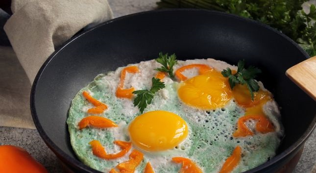 Colored scrambled eggs with bell pepper