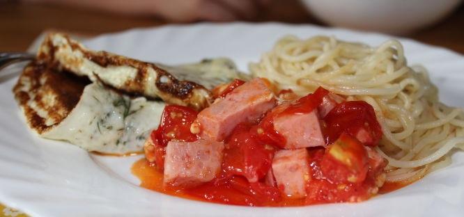 Spaghetti omelet with cherry tomato sauce