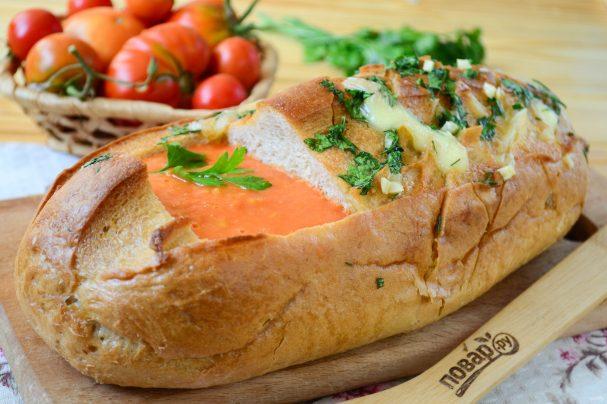 Tomato soup in Hedgehog bread