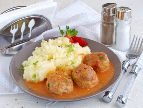 Meatballs with rice and gravy 2