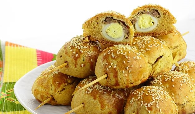 Baked pies with meat, potatoes and quail eggs, on skewers