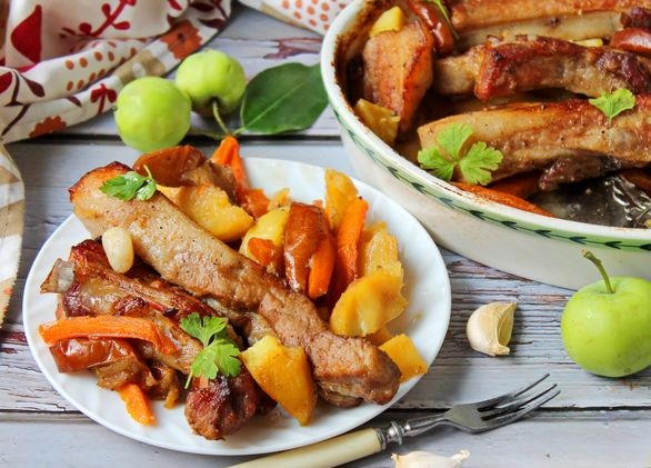 Pork ribs baked with potatoes, apples and carrots