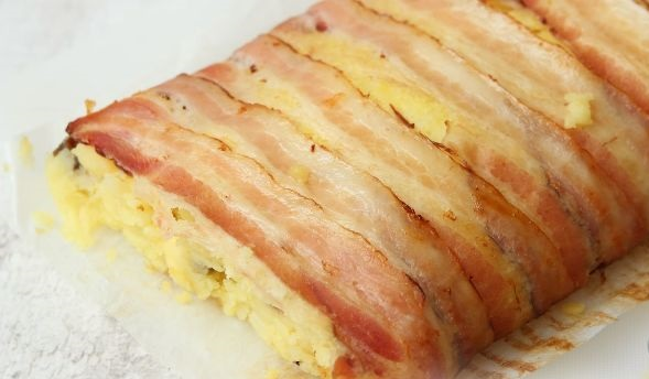 Roll of potatoes, mushrooms, cheese and bacon