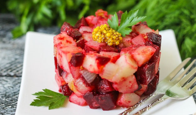 Potato salad with beetroot and horseradish