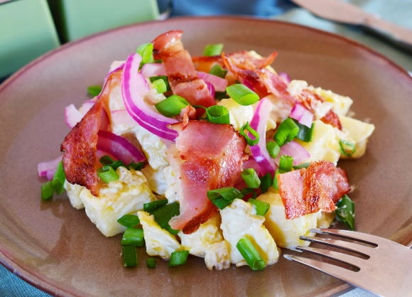 Potato salad with onion and bacon