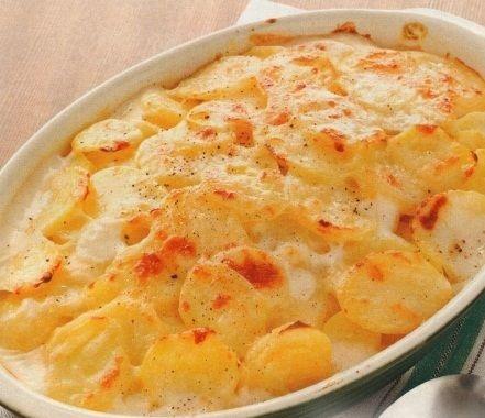 Potatoes baked in milk sauce