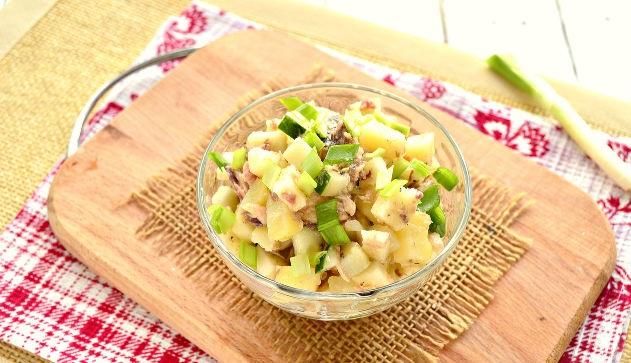 Potato salad with mackerel