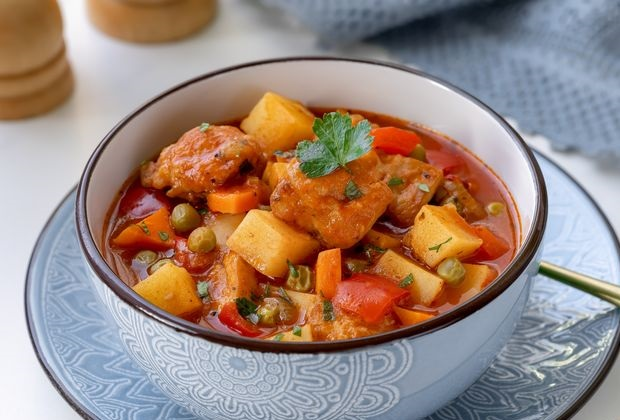 Stew soup with chicken, bell pepper and green peas