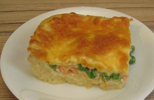 Potato casserole with salmon and green peas