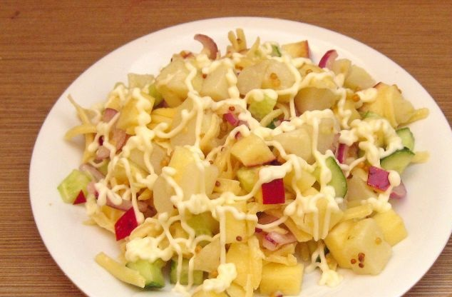 Potato salad with cheese and apples