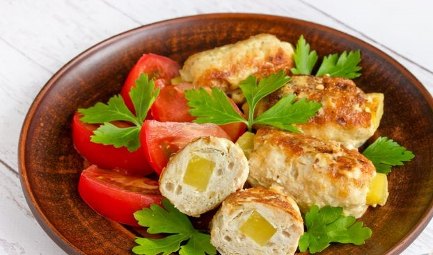 Cutlets stuffed with potatoes, baked in sour cream sauce