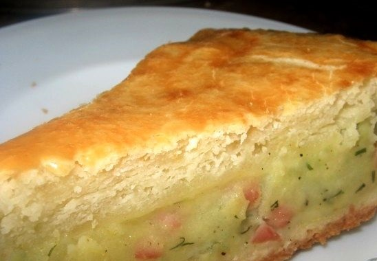 Pie with potatoes and ham