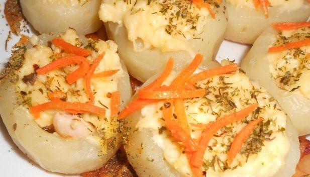 Stuffed potatoes in a slow cooker